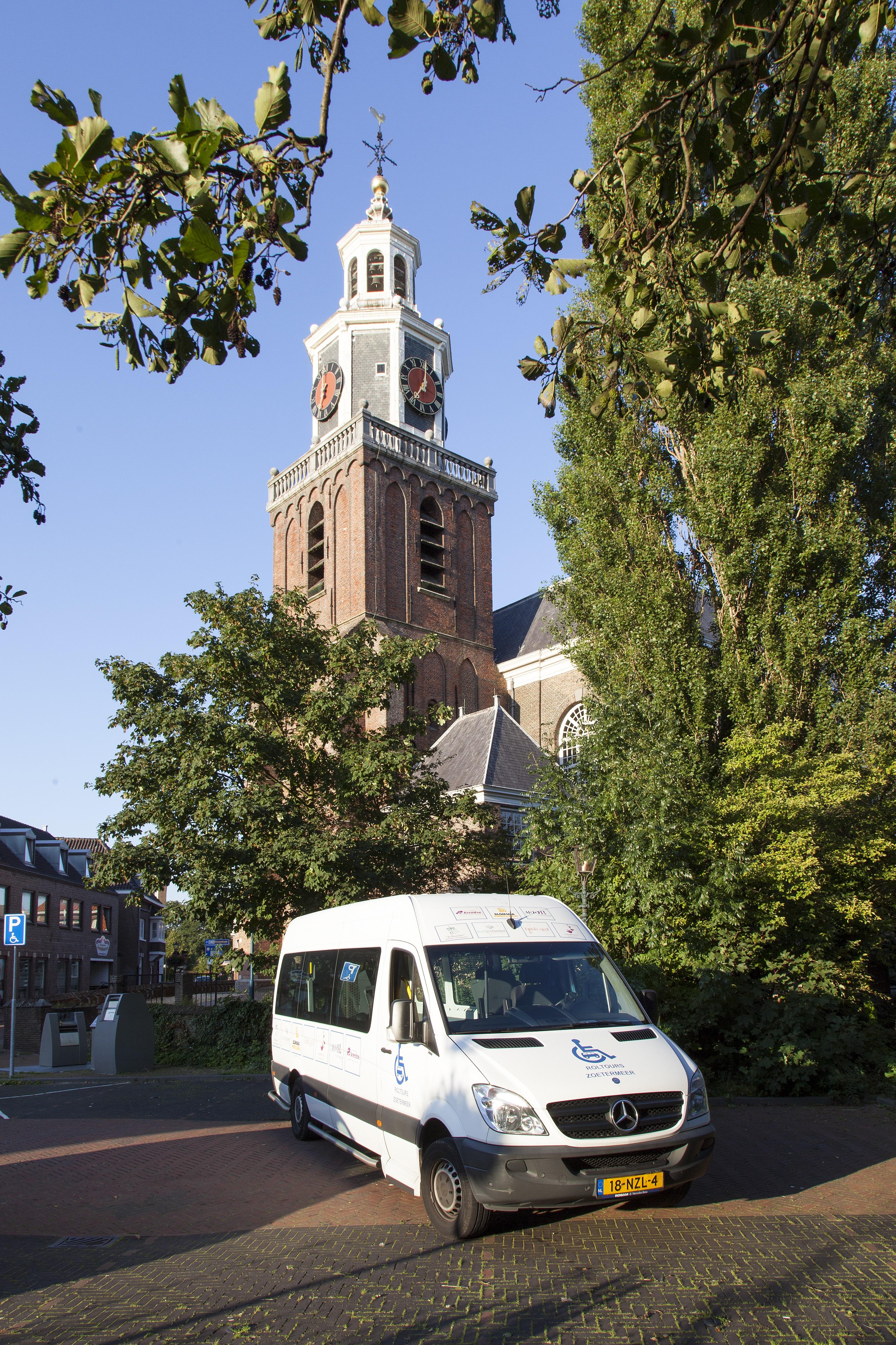 bus bij oude kerk